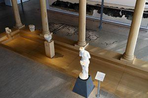 Aphrodite dans le peristyle au musée de Saint-Romain-en-Gal