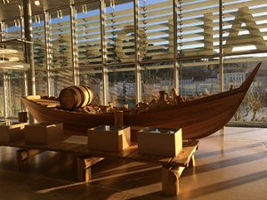 Reconstitution d'un bateau au musée de Saint-Romain-en-Gal