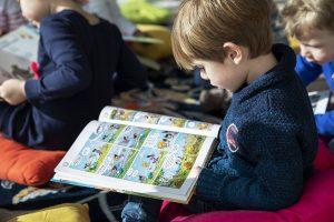 Lecture enfant au musée de saint-romain-en-gal