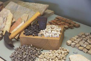 Le mosaïste au musée de Saint-Romain-en-Gal