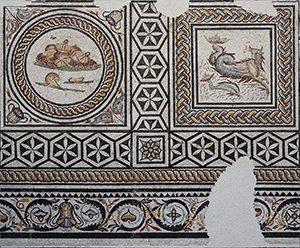 Mosaique aux Xenia ensemble au musée de Saint-Romain-en-Gal