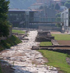 Rue du portique restaurée-Site archéologique de Saint-Romain-en-Gal
