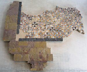 Sol en plaques de marbre-opus sectile au musée de Saint-Romain-en-Gal