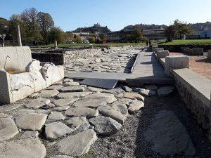 Fontaine publique rue des Thermes-Site archéologique de Saint-Romain-en-Gal