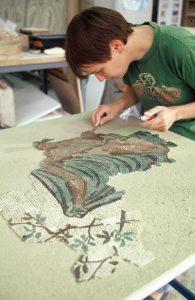 Atelier de restauration de mosaïques-Saint-Romain-en-Gal