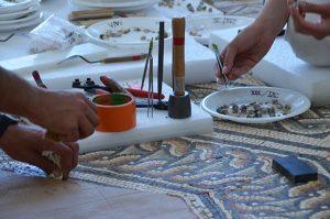 Atelier de restauration de mosaiques à Saint-Romain-en-Gal
