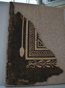 Mosaique au décor de Thyrse-Atelier de restauration-Musée de Saint-Romain-en-Gal